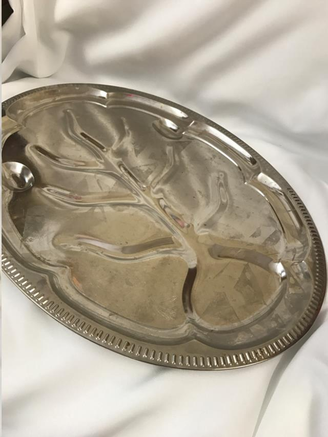 Where to find 18  OVAL VINTAGE PLATER in Auburn